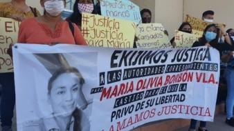 Familiares y amigos de María Olivia Borbón Valenzuela se manifestaron en la Fiscalía General de Justicia del Estado en Ciudad Obregón.