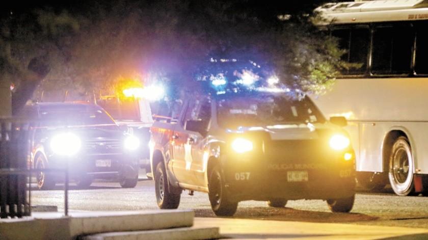 Policías municipales atendieron el reporte que señalaba a un menor en la vía pública, quien estaba inconsciente.(Banco Digital)