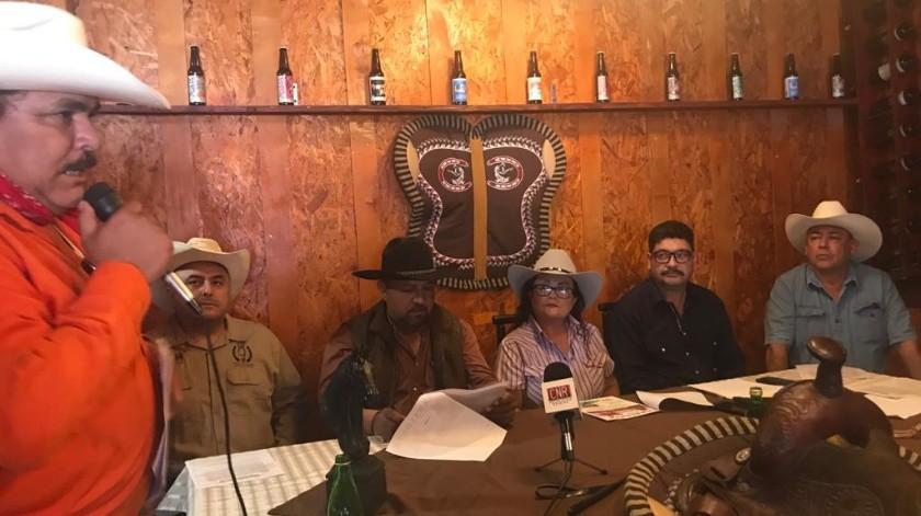 Francisco Gámez, representante del grupo de Amigos de a Caballo Barranco Vaquero dio los detalles de la cabalgata.(Carmen Gutiérrez)