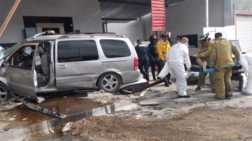Muere niña de un año al impactarse auto con familia en Rosarito(Manuel Villegas)