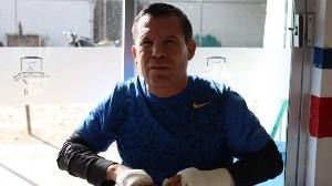 Julio César Chávez siempre ha defendido a su familia.