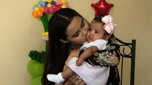 Bebé con prematurez extrema sobrevive tras 71 días de estar en el IMSS. Sufrió de complicaciones respiratorias, de corazón y de cerebro.