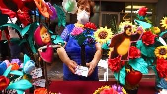 """Abuelitos"" ofertan artesanías ante crisis pandémica"