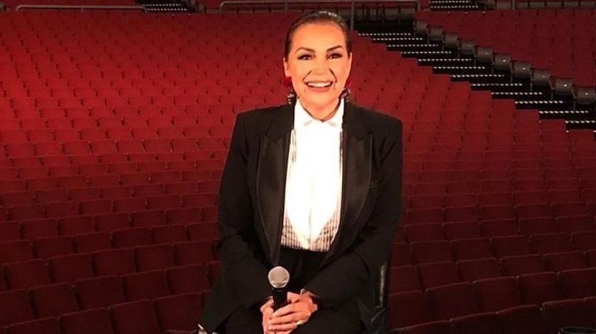 Aída Cuevas se sintió tan humillada que en ese momento, sin vacilaciones, decidió abandonar el foro de televisión.(Instagram/aidacuevasoficial)