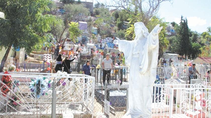 Los panteones de Nogales no abrirán durante la celebración del Día de Muertos.(Banco Digital)
