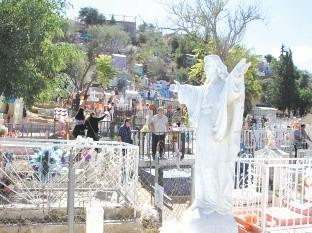 Los panteones de Nogales no abrirán durante la celebración del Día de Muertos.