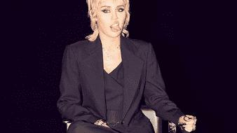Miley Cyrus tiene 27 años actualmente.