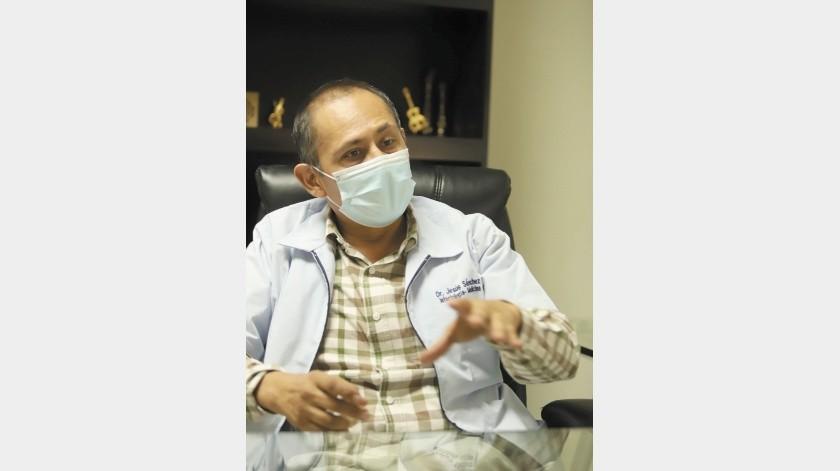 El doctor Jesús Sánchez Colín se mantiene muy activo.(Teodoro Borbón)