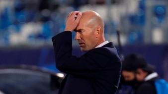 Se habla de que Zinedine Zidane se juega su puesto ante el Barcelona