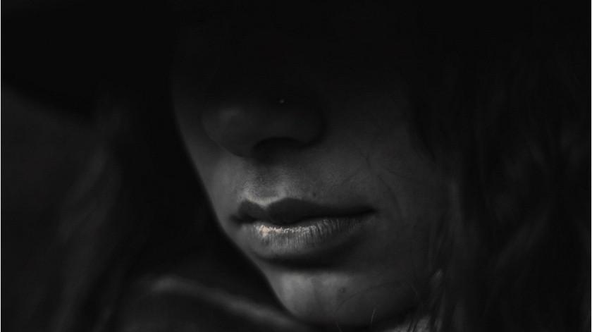 Mujer intenta ignorar acoso, hombre la sigue y le hace tocamientos(Pixabay)