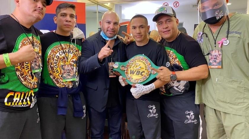 El Gallo Estrada y su equipo retuvieron el cinturón del CMB(Twitter)