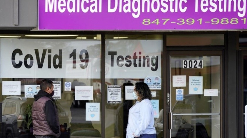 EU: Algunos hospitales en crisis por aumento de contagios de Covid-19(AP)