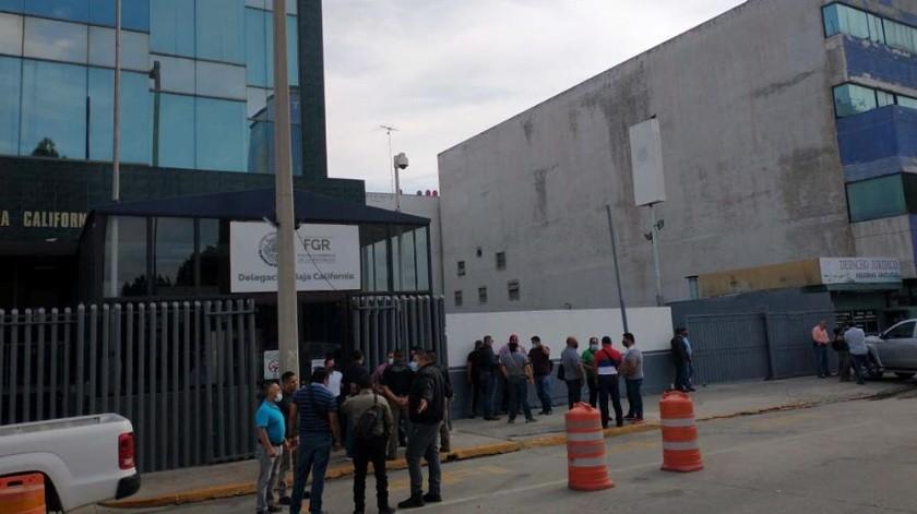 Los hechos ocurrieron a las afueras de la FGR en la zona del Río.(Margarito Martínez)