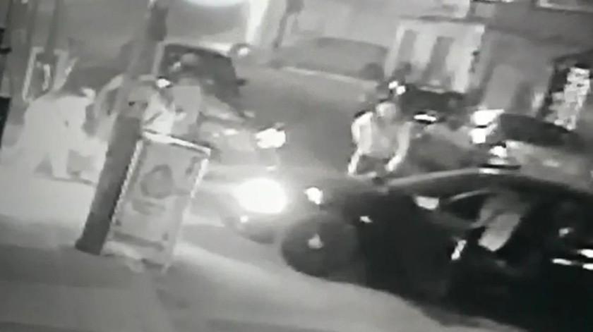 """""""Pensé que me secuestraban"""", joven perseguido y golpeado por policías en Puebla(Captura de video)"""