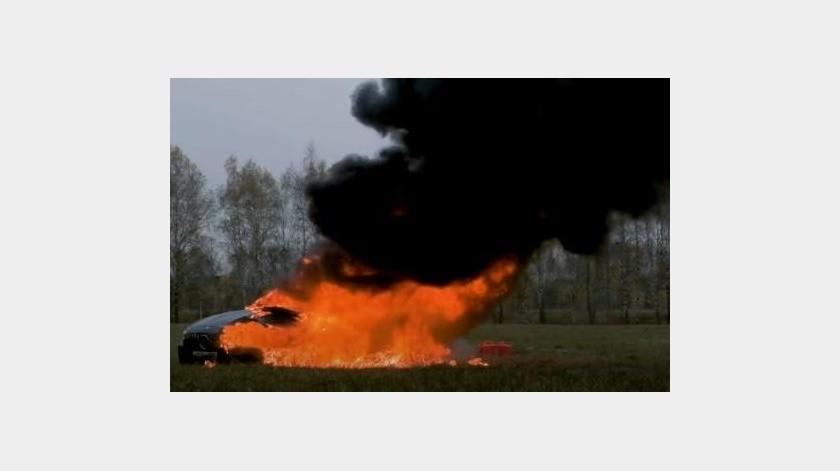 Youtuber decide incendiar su vehículo evaluado en 170,000 dólares(YouTube)