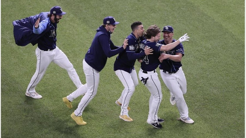Los Rays celebran el triunfo sobre los Dodgers.(EFE)