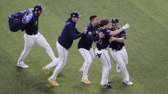 Los Rays celebran el triunfo sobre los Dodgers.
