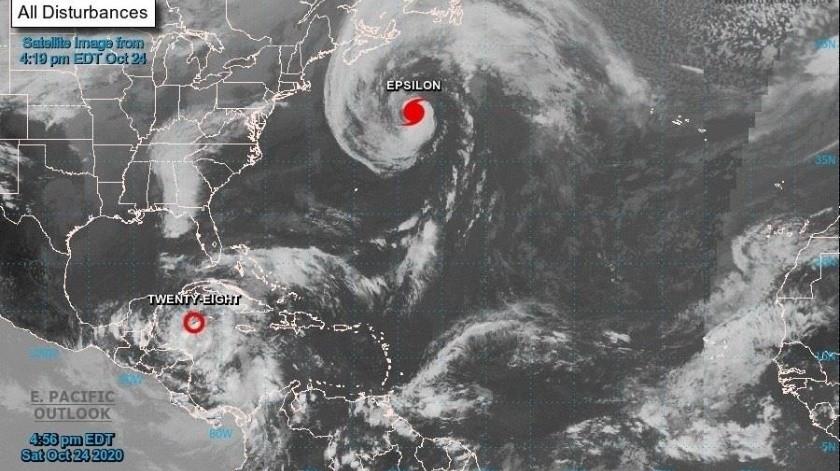 El fuerte oleaje producido por Epsilon va a afectar a Bahamas, las Antillas Mayores, las islas de Sotavento, Estados Unidosy Canadá(EFE)