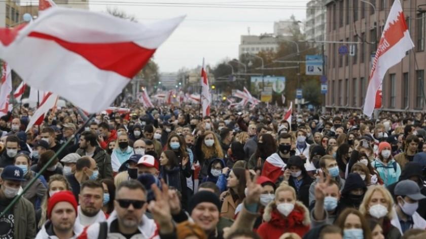 Bielorrusia: Más de 200 mil personas se manifiestan para exigir renuncia del presidente Alexander Lukashenko(AP)