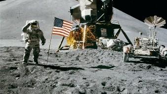 La NASA confirmó este lunesla existencia de agua en la superficie iluminada de la Luna.