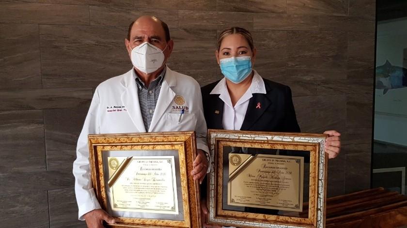 """Alberto Reyes Escamilla, director del Hospital General fue reconocidocomo """"Personaje del año 2020"""" del Grupo 21, junto al cuerpo médico y de enfermería(Cortesía)"""