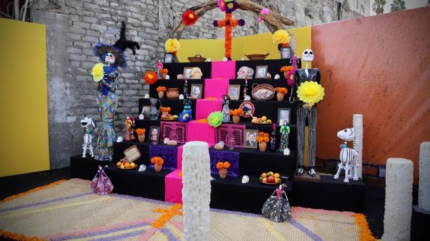 Son 42 comercios involucrados en el paseo de altares de muertos, que se encuentran en la Zona Centro.(Sergio Ortiz)