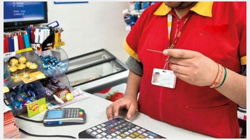 Proponen que empleados de OXXO ganen 14 mil pesos, como cajeros bancarios(Especial)