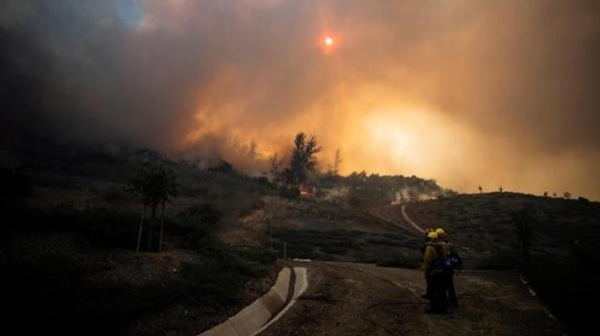Incendio cerca de Los Ángeles, California obliga a evacuar a 60 mil personas(EFE)