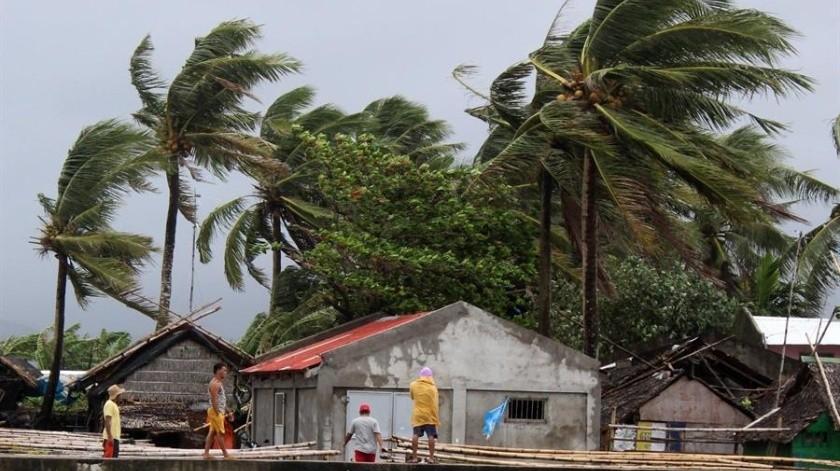 El tifón causó fuertes vientos, inundaciones y deslizamientos de tierra(EFE)