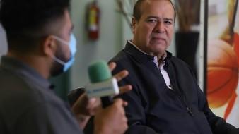 Espera Arturo González el tiempo para decidir candidatura