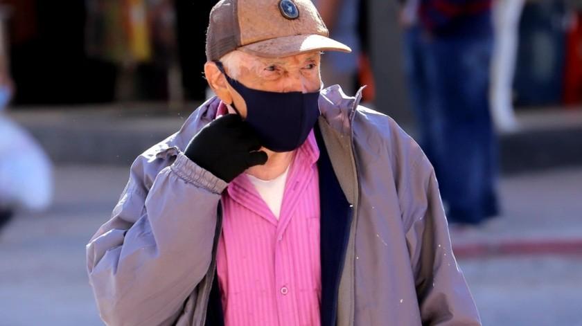 Los hermosillenses empiezan a sacar sus atuendos invernales por las bajas temperaturas que se registran.(Julián Ortega)