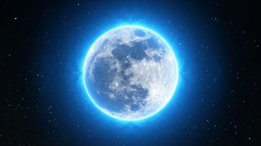 """El de la """"Luna azul"""" es un fenómeno inusual que se produce cada 2, 5 años aproximadamente debido al tiempo que duran los ciclos lunares."""
