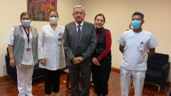El Presidente Andrés Manuel López Obrador y su esposa Beatriz Gutiérrez se aplicaron la vacuna contra la influenza