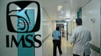 Hallan a médico muerto en baño de hospital del IMSS en Edomex