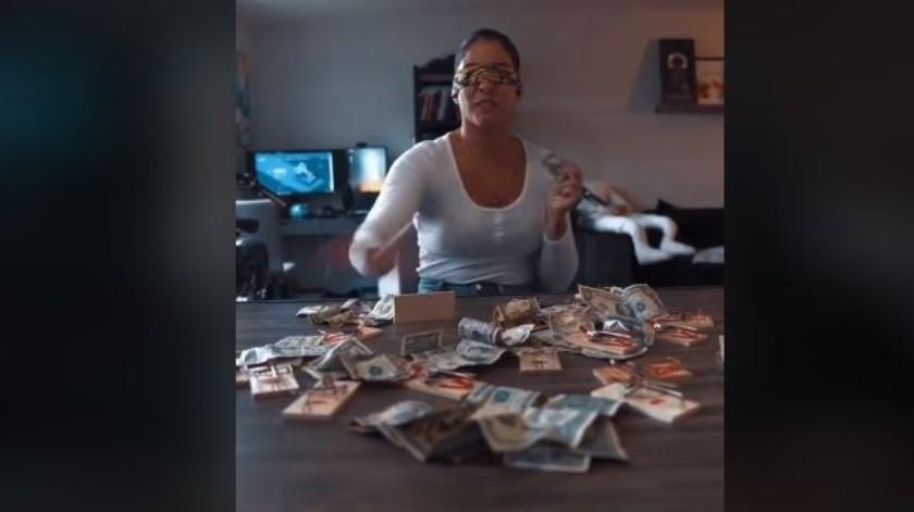 Esta mujer hace lo que sea con tal de ganar algunos billetes(TikTok)