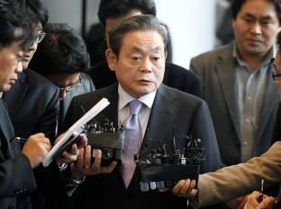 El presidente de Samsung, Lee Kun-hee fue despedido por su familia