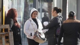 En la capital del estado las personas salen a realizar sus actividades ya con abrigos