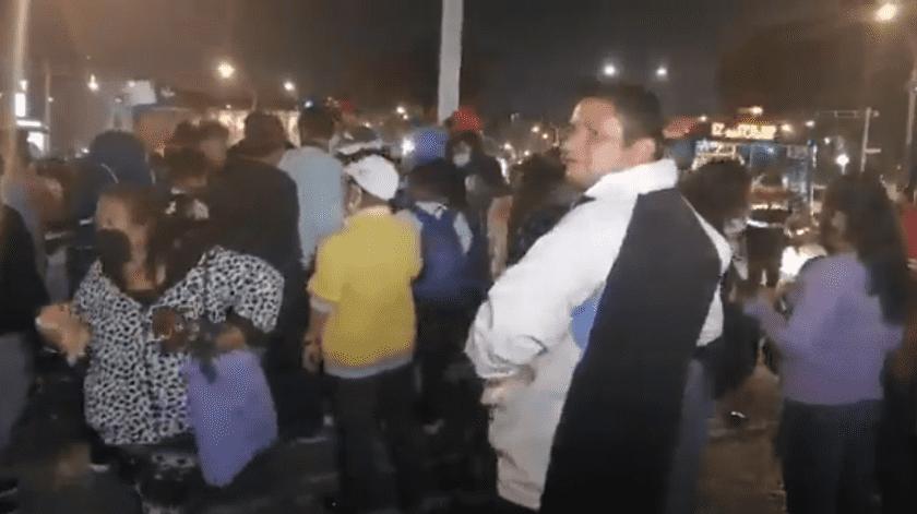 Algunas de las personas llegaron a las instalaciones de la Iglesia San Hipólito sin medidas preventivas contra Covid-19(Captura de video)