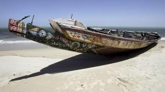 Cuando finalmente lo consiguieron, y se acercaron a la costa de Nuadibú, en el norte del país, solo quedaban en el cayuco 27 emigrantes, que fueron quienes relataron los hechos.
