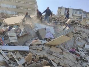 El sismo, de 6.8 grados de magnitud y con epicentro en el mar Egeo, se produjo a las 11:51 GMT y se sintió en todo el Egeo y en la mayor parte de Grecia, así como en grandes zonas de Turquía occidental.