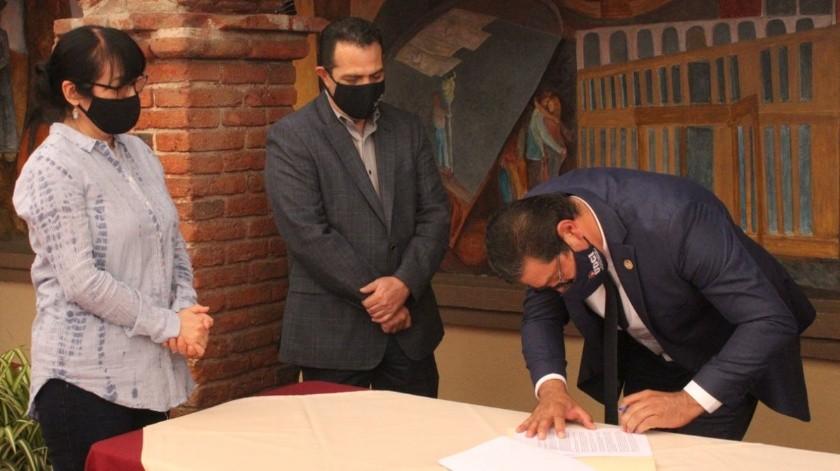 El acuerdo fue firmado en el Antiguo Palacio Municipal, entre autoridades del IMAC y el subdirector administrativo de SDIF, Marco Palma, en representación de su directora, Magdalena Bautista Ramírez(Cortesía)