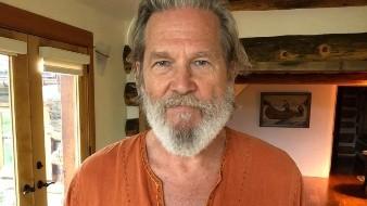 """""""Quiero agradecerles a todos por ayudar durante este tiempo, ¡se siente bien recibir todos los buenos deseos y amor!"""", escribió a sus fans, Jeff Bridges."""