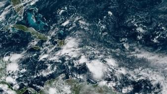 La tormenta se movía a 15 millas por hora (24 km/h) hacia oeste y va a seguir ese rumbo pero a menos velocidad esta noche, cuando se espera que llegue a tener vientos de huracán.