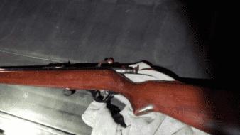 Amenazó a su esposa con un rifle, en SLRC