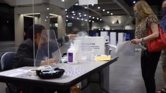 Acuden sandieguinos a votar a Centro de Convenciones