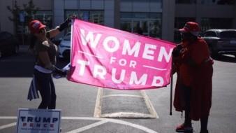 Simpatizantes de Trump acuden a la Oficina del Registro Electoral de SD