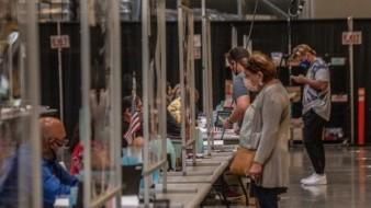 Registra 'Viejas Arena' gran afluencia de votantes en San Diego