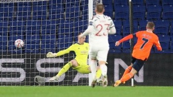 Edin Visca marca el segundo gol del Basaksehir.