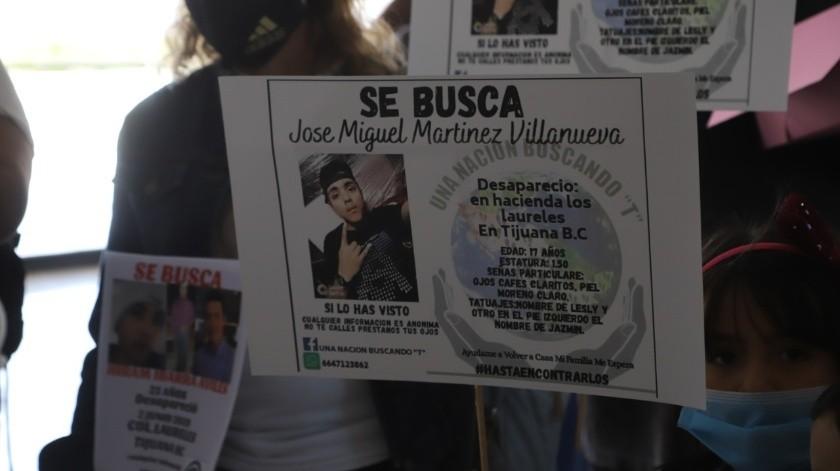 El Colectivo Una Nación Buscando-T protestó en el Centro de Gobierno.(Sergio Ortiz)