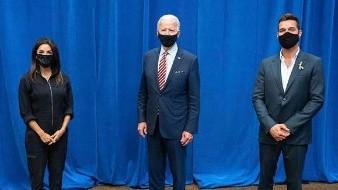 Celebran latinos famosos triunfo de Joe Biden